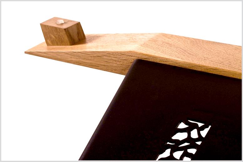 <span>מורכב מברזל צבוע בתנור עם עץ אלון ארופאי וזכוכית מחוסמת בעובי 10 ממ, מידות: 130x75x40</span>
